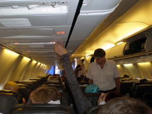 В салоне самолета перед вылетом