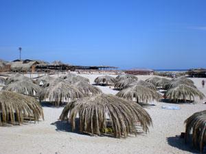 Зонтики на пляже